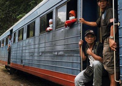 اقدم قطار بخاري بصباح نصف يوم من المتعة (13)