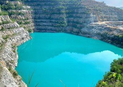 بحيرة بلون فيروزي في سيلانجور