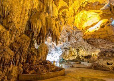 كهف عمره 400 مليون سنة في ماليزيا (1)