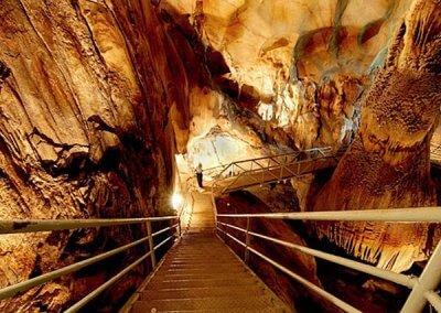 كهف عمره 400 مليون سنة في ماليزيا (2)