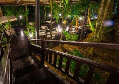 مكان جديد لمحبي التخييم في الغابات (24)
