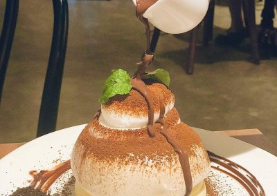 Souffle Dessert Cafe Address: No 1-7, 1st floor, Kompleks Kenari, Jalan Kenari 19a, Bandar Puchong Jaya, 47100 Puchong, Selangor Operating hours: (DAILY) 2PM – 10PM, Closed on Tuesdays
