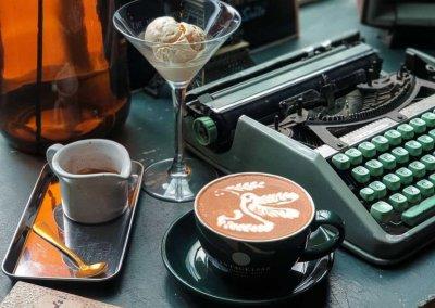 لمحبي التراث اليكم مقهى يحاكي الطراز القديم (1)