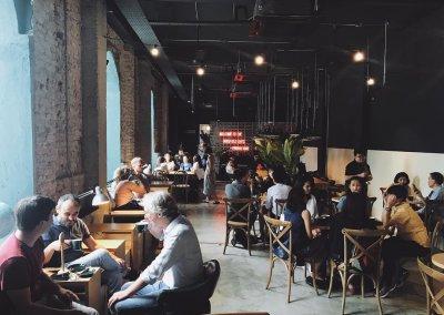 لمحبي التراث اليكم مقهى يحاكي الطراز القديم (10)
