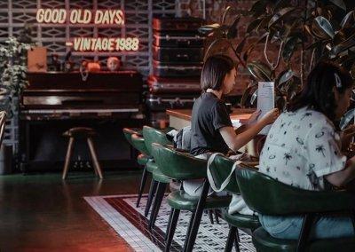 لمحبي التراث اليكم مقهى يحاكي الطراز القديم (6)