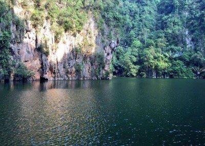 مرورك من خلال الكهف يأخذك لبحيرة مخفيه