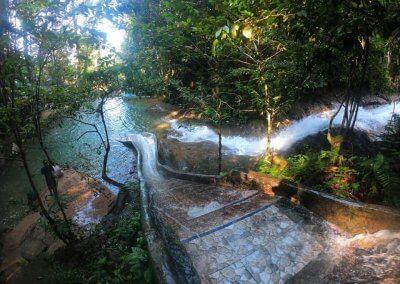 التخييم عند شلال مخفي في غابة جوهور (2)