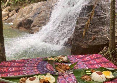 التخييم عند شلال مخفي في غابة جوهور (4)