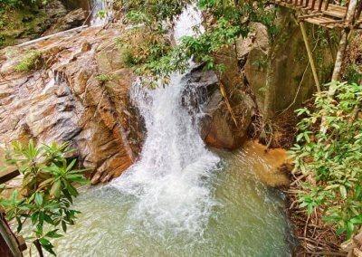 التخييم عند شلال مخفي في غابة جوهور (5)